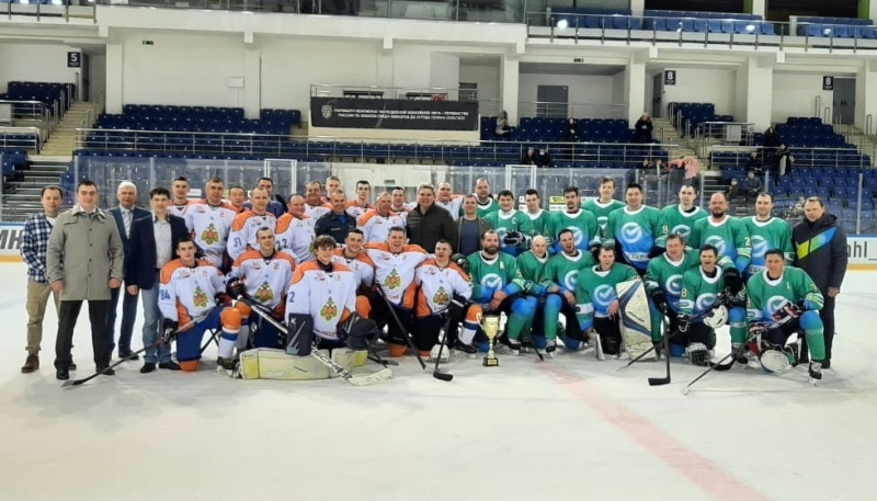 National ice hockey teams EMERCOM of Russia and Sberbank fought in a friendly match